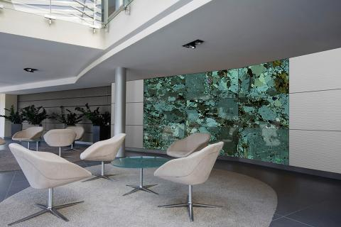 Feature wall in ViviSpectra Zoom glass with Garnet Schist Crossed Polarized interlayer