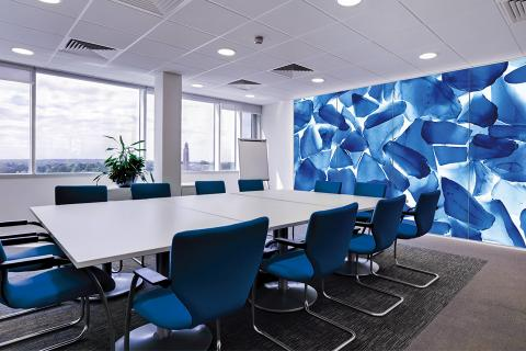 Feature wall in ViviSpectra Zoom glass with Azure Glass interlayer