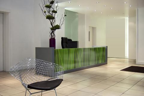 Reception desk in ViviSpectra Zoom glass with Feather Grass interlayer